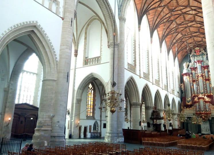 interieur grote of oude sint Bavo kerk Haarlem