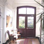 Doorkijkje naar de binnentuin van het Zuiderhofje in Haarlem