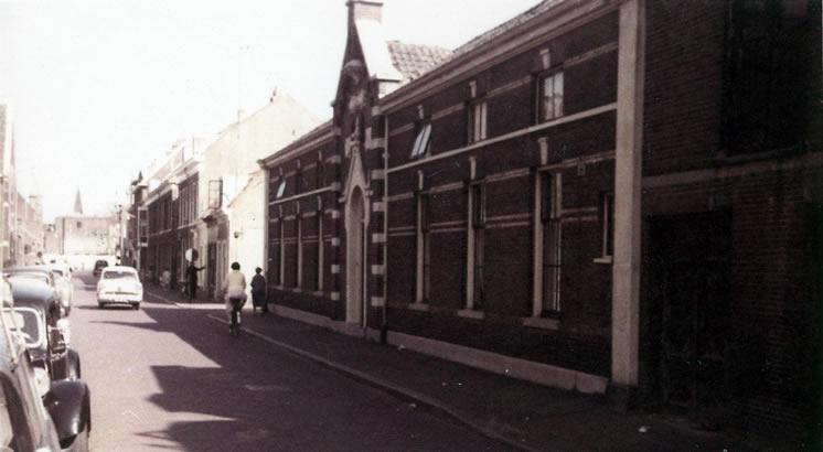 Voormalig hofje der twaalf opostelen in Haarlem